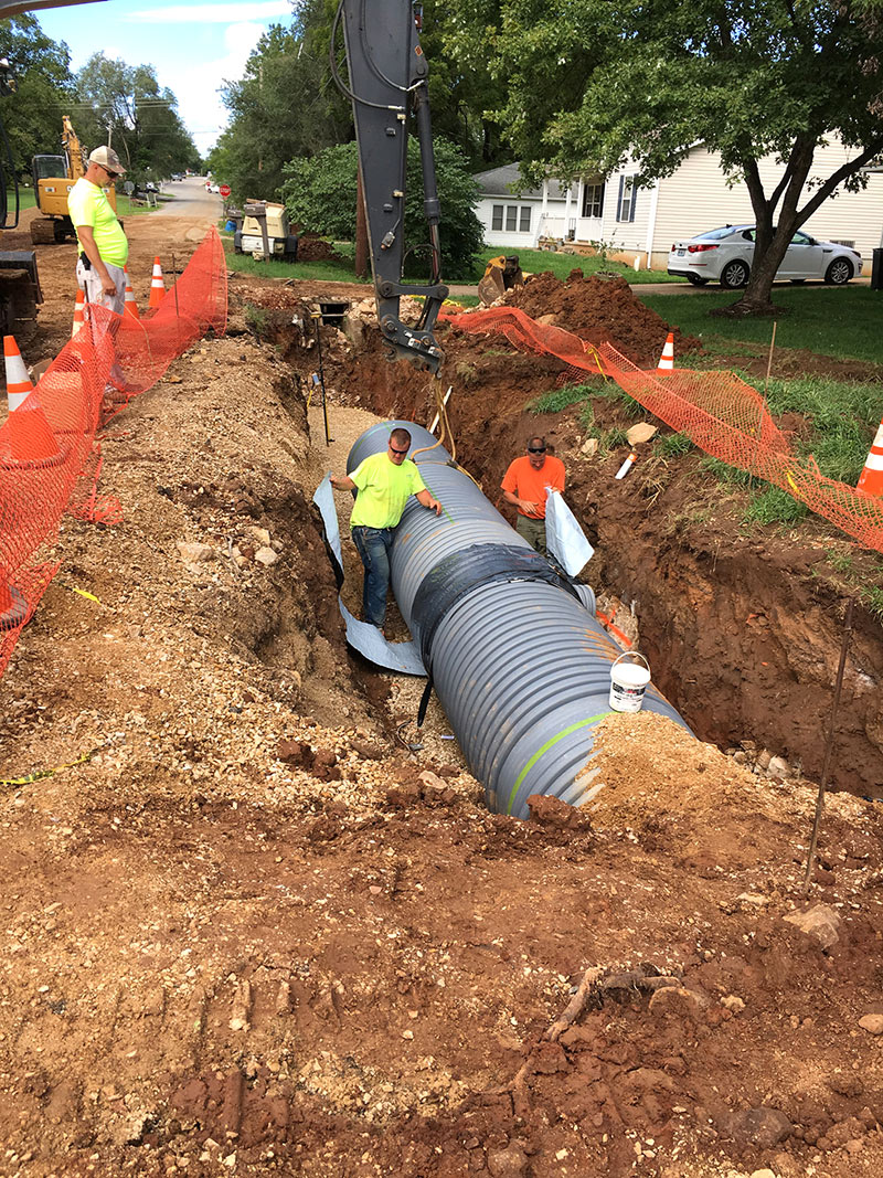 Trailwood & Chestnut – Stormwater Improvements – Desloge, MO - Installing pipe with Platipus earth anchor system
